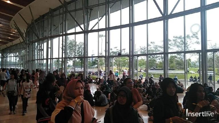 Ribuan ELF memenuhi Ice BSD Tanggerang City.