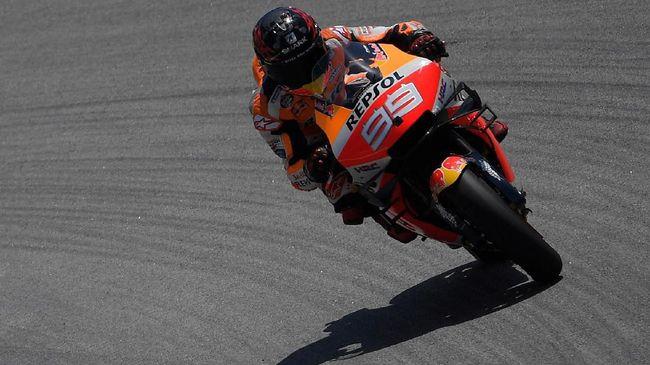 Tim Yamaha dan Ducati sama-sama menyerang pebalap Repsol Honda Jorge Lorenzo terkait insiden kecelakaan di MotoGP Catalunya di Sirkuit Barcelona, Minggu (16/6).