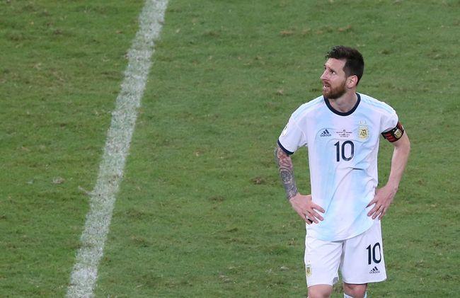 Layaknya Superman dan Clark Kent, kapten timnas Argentina dan Barcelona Lionel Messi seperti memiliki alter ego.