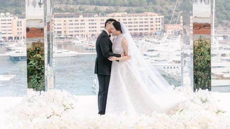 Mereka menyediakan Hermes sebagai cinderamata, tak heran jika pernikahan Amanda Winarko dengan Kevin Sebastian menghabiskan budget hingga miliaran rupiah.
