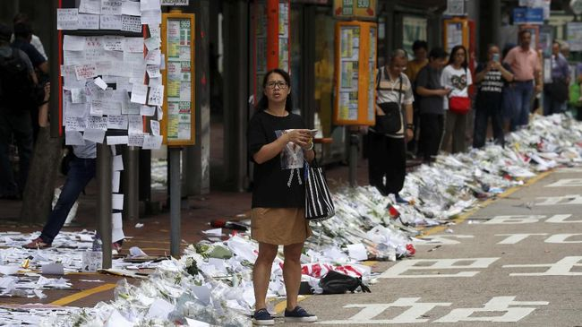 Massa sudah membubarkan diri dari depan parlemen Hong Kong setelah sempat memblokir jalur utama tersebut sehari setelah demonstrasi menolak RUU ekstradisi.
