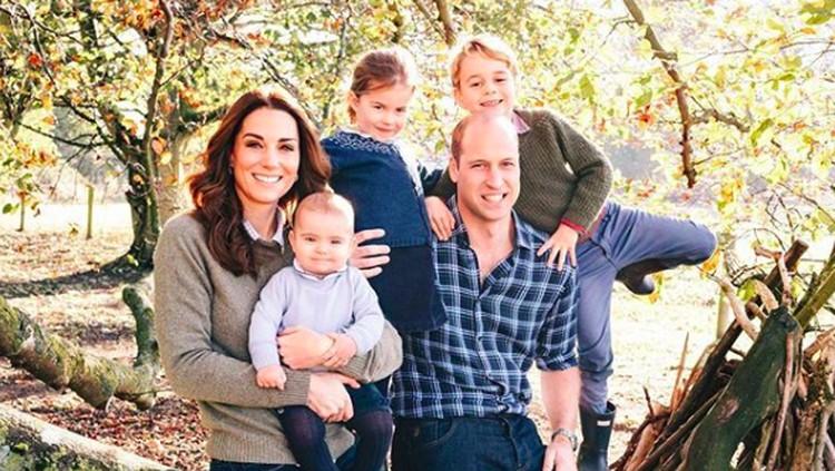Pangeran William sekeluarga liburan ke Skotlandia. Uniknya, kali ini mereka naik trasportasi publik berupa pesawat.