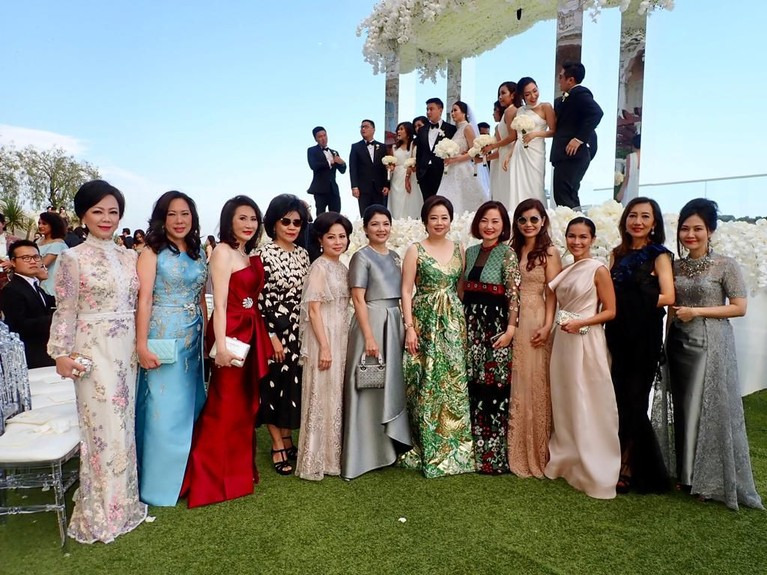 Beberapa potret pernikahan glamor Farah Khristina Sampoerna, putri dari pemilik salah satu perusahaan rokok terbesar di Indonesia, Putera Sampoerna.