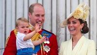 <p>Potret terbaru Pangeran William bersama keluarganya. Anak ketiga, Pangeran Louis kabarnya lebih dekat dengan sang ayah, lho. (Foto: Instagram @kensingtonroyal)</p>