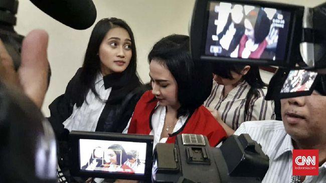 Vanessa Angel, dalam keterangan kuasa hukumnya, mengaku sudah tak kuat lagi berlama-lama ditahan di Rutan Medaeng, Surabaya.