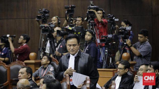 Yusril Ihza Mahendra menyatakan akan berkonstultasi dulu dengan kliennya, Jokowi-Ma'ruf, untuk menyeret dugaan kepalsuan saksi dalam sidang MK ke ranah pidana.