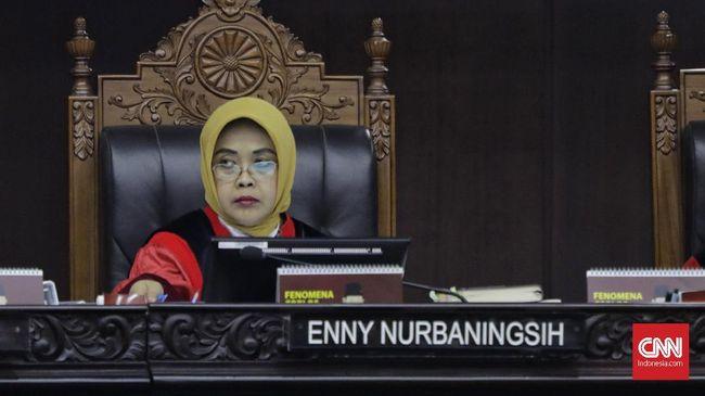 Hakim konstitusi Enny Nurbaningsih mengatakan para pegawai KPK selama ini telah mengabdi dan dedikasinya dalam pemberantasan korupsi tak diragukan.
