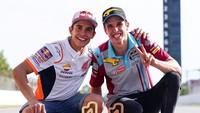 """<p>Marc dan Alex kembali menorehkan prestasi saat menjadi pembalap tuan rumah di Circuit de Barcelona-Catalunya, Minggu (16/6/2019). """"Cara terbaik untuk mengakhiri minggu ini! Kemenangan ganda, kebahagiaan ganda!"""" tulis Marc. (Foto: Instagram @marcmarquez93)</p>"""