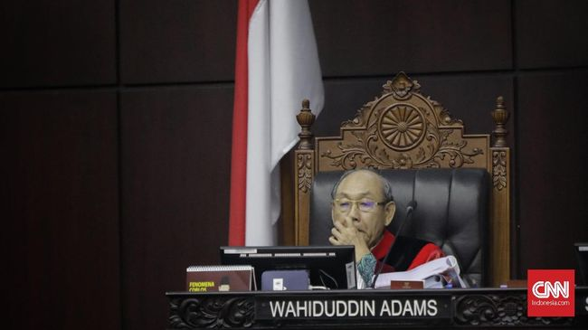 Hakim Konstitusi MK Wahiduddin Adams mengungkapkan pandangan berbeda terkait kejanggalan Revisi UU KPK, meski mayoritas hakim memutuskan lain.
