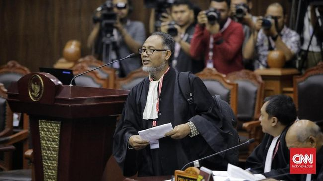 BW mencecar ahli hukum pidana UGM Eddy Hiariej soal jumlah buku yang sudah ditulis berkaitan dengan Pemilu dan kecurangan yang TSM di pilpres.
