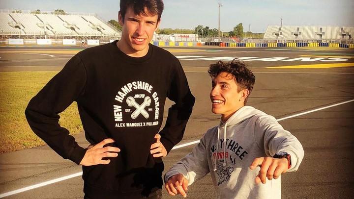<p>Saat ini, Marc tercatat sudah lima kali meraih gelar juara dunia MotoGP, yakni musim 2013, 2014, 2016, 2017, dan 2018. Apakah Alex mampu mengikuti jejak prestasi sang kakak? Kita tunggu saja ya, Bunda. Sukses selalu untuk Marc dan Alex... (Foto: Instagram @marcmarquez93)</p>
