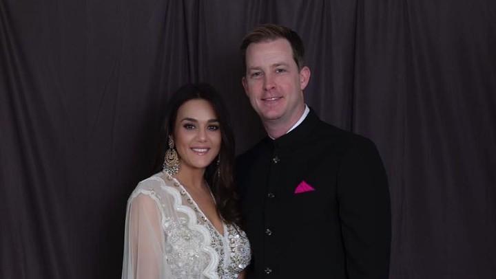 <p>Dalam beberapa kesempatan, sang suami, Gene Goodenough terlihat mendampingi Preity Zinta saat menghadiri acara publik. (Foto: Instagram @realpz)</p>