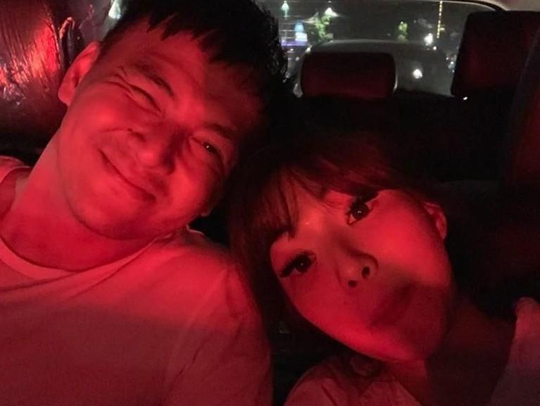 Kemesraan Gisel dan Wijin terlihat kembali dalam sebuah foto yang diunggah Gisel di Instagramnya. Mereka berdua berfoto sambil menunjukan wajah lucu mereka.