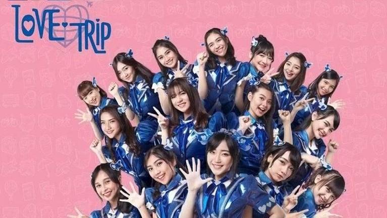 Kostum JKT48 yang berwarna serba biru ini digunakan untuk promo single berjudul Love Trippada tahun 2016.