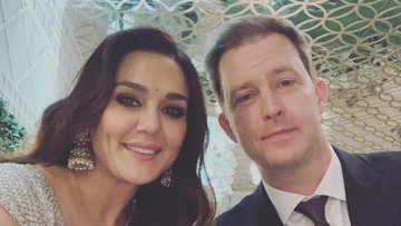 6 Potret Romantis Preity Zinta dan Suami