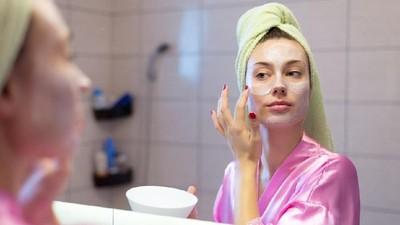 3 Bahan Alami Masker Wajah Bantu Bunda Mencegah Penuaan Dini