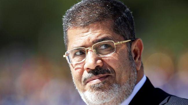 Mohamed Mursi mengukir sejarah sebagai presiden sipil pertama di Mesir sebelum meninggal dunia akibat serangan jantung di Pengadilan Kairo, Senin (17/6).