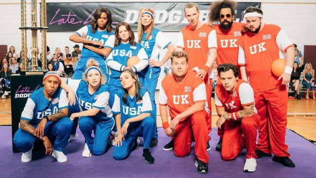 Michelle Obama mengajak sejumlah selebriti perempuan sebagai timnya, USA, melawan James Corden dan selebriti laki-laki di tim UK.
