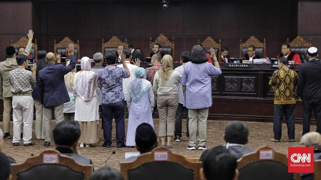 Saksi Prabowo menyebut Wakil Ketua TKN Jokowi-Ma'ruf, Moeldoko, menilai kecurangan sebagai bagian demokrasi saat menyampaikan materi pada pelatihan saksi TKN.