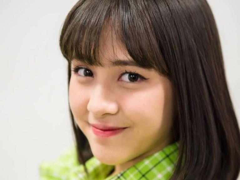 Remaja berusia 15 tahun ini bergabung di Tim T JKT48. Zara terlihat imut denga riasan simpel dan pakaian hijau muda. Rambut poni selalu mejadi andalan remaja cantik ini.