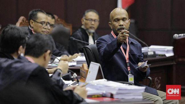 Menurut saksi Prabowo-Sandi, Idham, NIK siluman terjadi ketika jumlah kecamatan berbeda dengan data pemilih, salah satunya ada di 40 kecamatan di Bogor.