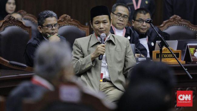 Saksi dari tim Prabowo menjelaskan ke hakim MK mengapa dia merasa Udung sebagai pemilih janggal, karena NIK dengan kode provinsi '10' tak ada di Indonesia.