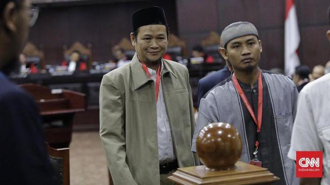 Mahkamah Konstitusi telah memampang 15 saksi yang akan dihadirkan Tim Hukum Prabowo-Sandiaga dalam sidang sengketa pilpres hari ini, Jumat (19/6).