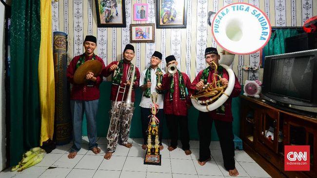 Budayawan Betawi Ridwan Saidi mengatakan para pemusik orkes tanjidor dulunya adalah pekerja yang bertugas memainkan musik untuk tuan tanah perkebunan.