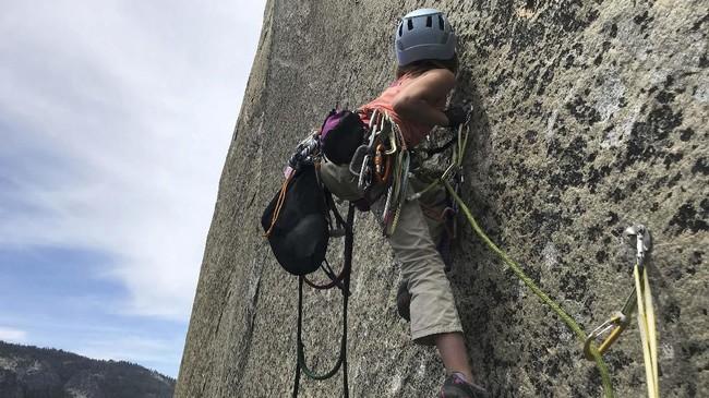 Selah Schneiter gadis cilik berusia 10 tahun asal Colorado berhasil memanjat tebing El Capitan.