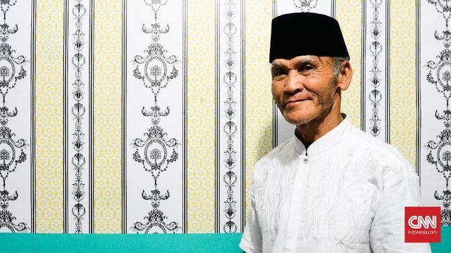 Sejarah keluarga Sofyan Marta, koordinator orkes tanjidor Sanggar Putra Mayang Sari mencatat usaha sang kakek mendaki Gunung Gede dalam pencarian nama orkes.