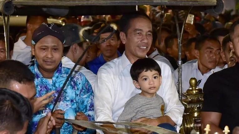 7 Juni lalu, Jokowi mengajak Ethes naik andong wisata dari Jalan Malioboro menuju Gedung Agung.
