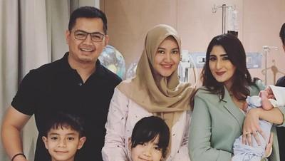 Ademnya Mantan Istri Jenguk Anak Tommy Kurniawan & Lisya Nurrahmi