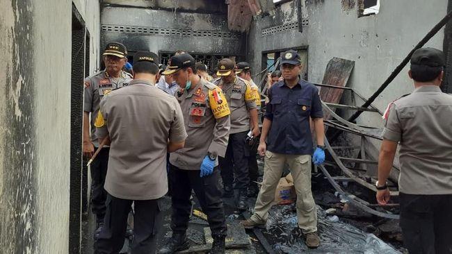 Semua pabrik di bawah PT Kiat Unggul, perusahaan induk pabrik korek api yang terbakar di Langkat, disetop sementara operasionalnya karena tak berizin.