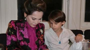 8 Potret Cucu Soekarno, Frederik Kiran Bersama Ibu & Neneknya
