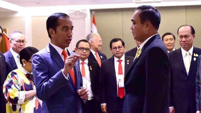 Jokowi langsung menggelar pertemuan dengan PM Thailand Prayut Chan-o-cha. Keduanya membahas sejumlah permasalahan termasuk soal Rohingya.