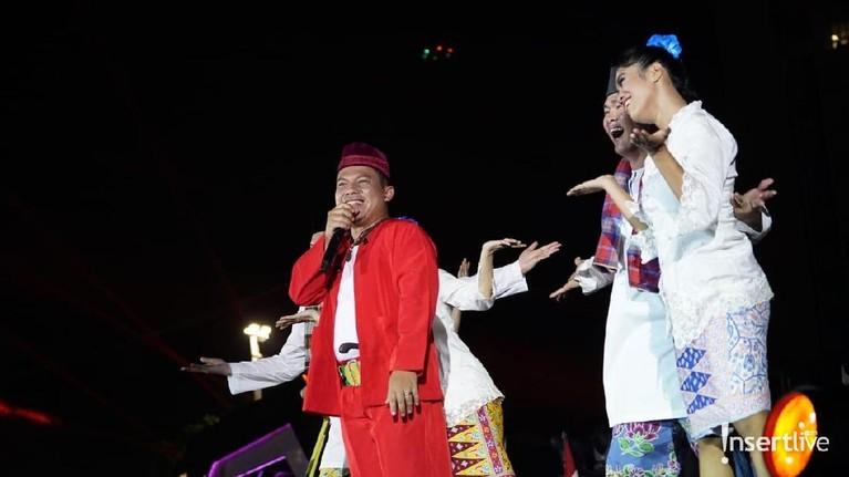 Banyak artis yang jadi pengisi acara HUT DKI Jakarta salah satunya grup musik Wali.