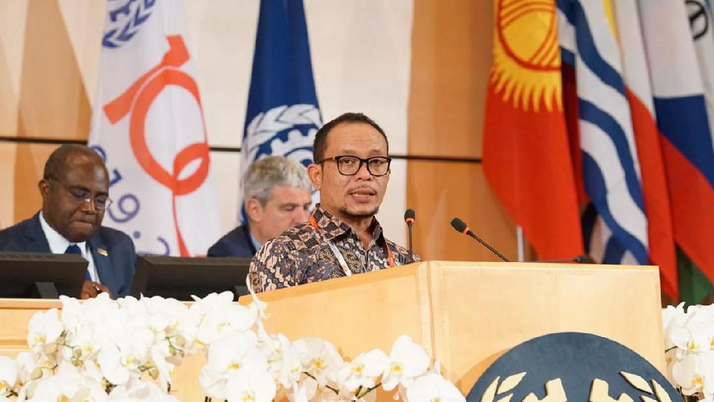 Presiden Jokowi Tunjuk Hanif Dhakiri Jadi Plt Menpora