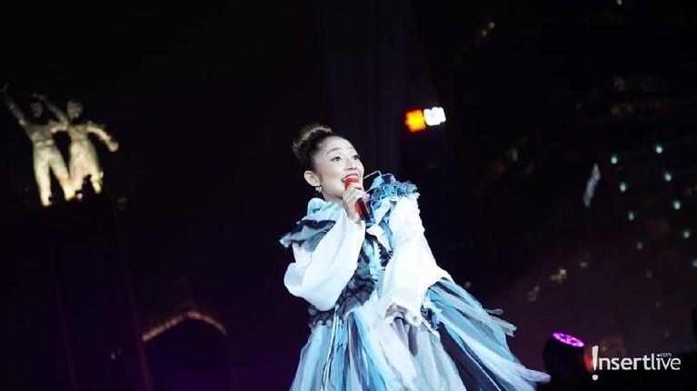 HUT DKI Jakarta ke-492 juga ikut dimeriahkan penyanyi dangdut Siti Badriah.