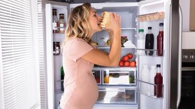 Menguak Mitos Ibu Hamil Makan 2 Porsi demi Perkembangan Janin