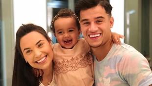 Sweet, 7 Potret Keluarga Bintang Timnas Brasil Philippe Coutinho