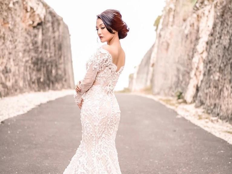 Penyanyi dangdut Siti Badriah akan segera melepas masa lajangnya. Namun, ia masih merahasiakan tanggal pernikahannya.