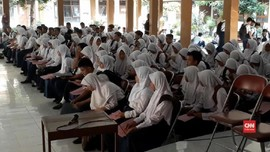 VIDEO: Pilih SMA Favorit, Lulusan SMP Mendaftar di Luar Zona