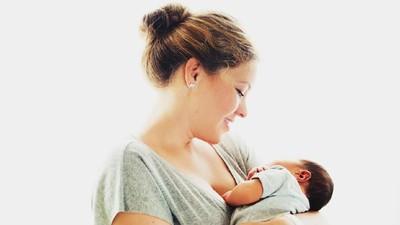 Bayi Tidur Terlalu Lama, Haruskah Dibangunkan untuk Menyusu?