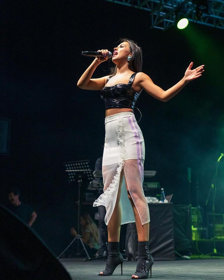 Aklimda Sorular Varkemudian dialihkan menjadi bahasa Indonesia dan dinyanyikan oleh Ayu Ting Ting dan Keremcem.