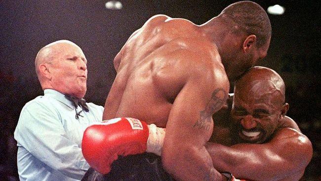Holyfield Mengaku Ingin Balas Gigit Tyson