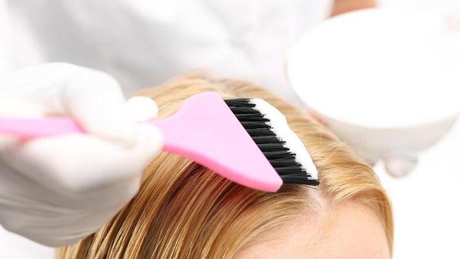 Penggunaan pewarna rambut dapat meningkatkan risiko kanker pada payudara, kulit, dan ovarium.