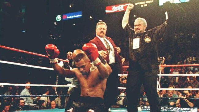 Mantan juara dunia tinju kelas berat, Frank Bruno, memilih menghadapi Mike Tyson pada akhir kariernya demi menyekolahkan anak.