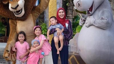 Alasan Zaskia Adya Mecca Larang Orang Sentuh Wajah Anak-anaknya