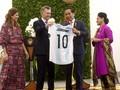 KPK Minta Jokowi Laporkan Jersey Pemberian Presiden Argentina