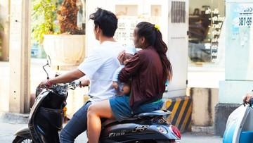 Cerita di Balik Video Ibu Gendong Anak di Punggung Saat Naik Ojek